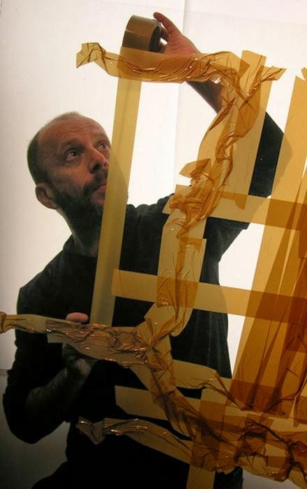 Lelaki Ini Menghasilkan Seni Potret Dengan Hanya Menggunakan Pita Pelekat