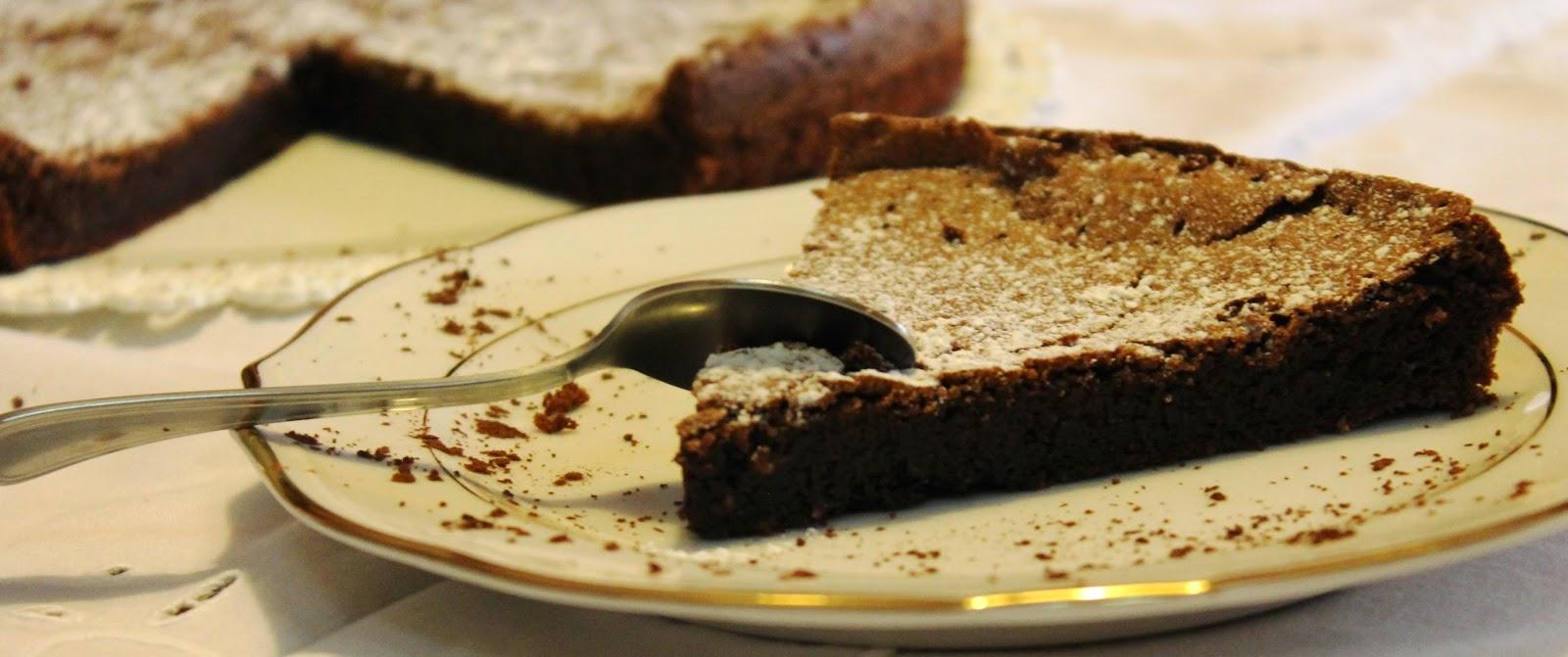 Torta al cioccolato con cuore fondente