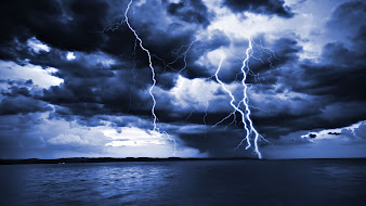 #11 Lightning Wallpaper