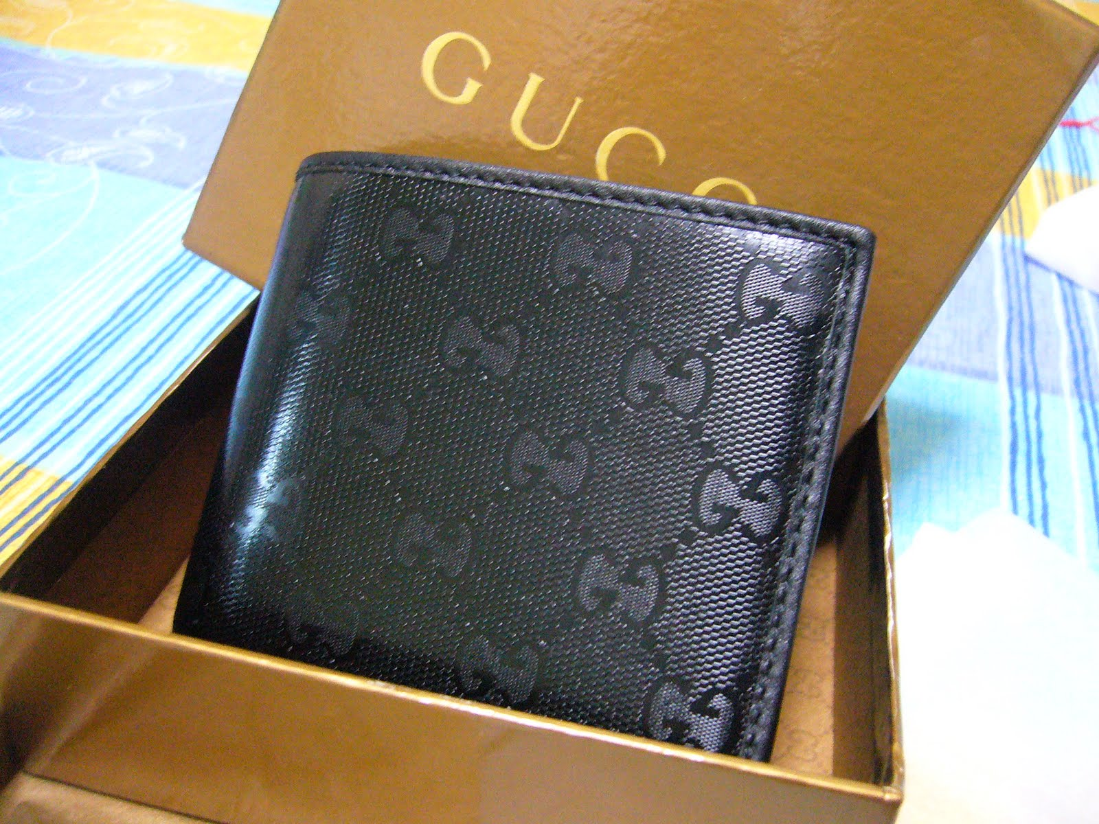 d68f9fb9636 shop4luxurygifts  WTS BNIB GUCCI Mens bi-fold Wallet (6cc)