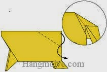 Bước 11: Gấp chéo cạnh giấy vào trong giữa hai lớp giấy.