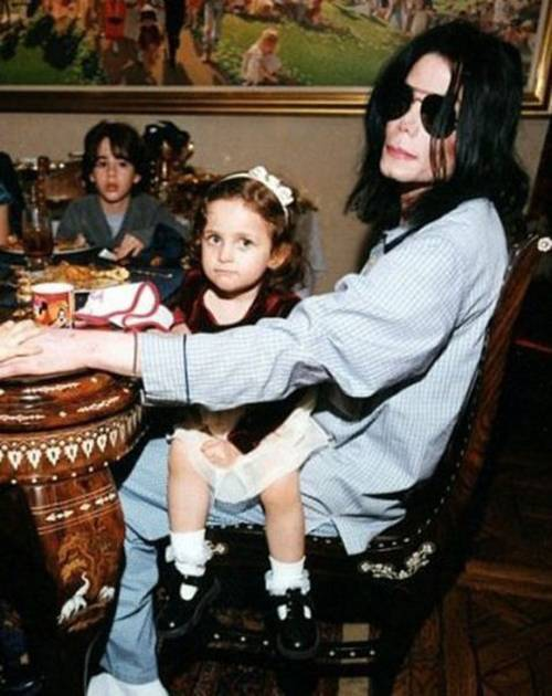 Paris Jackson with her Dad Michael Jackson.