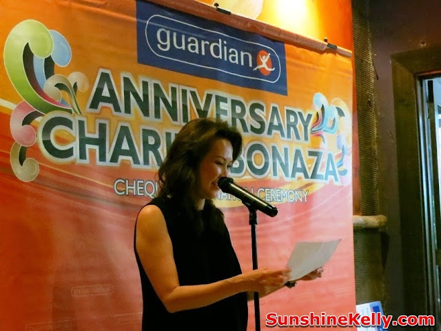 Guardian Charity Bonanza 2013, bijan Restaurant, guardian event, charity, cheque presentation, Loi Liang Tok, Guardian Chief Operating Officer