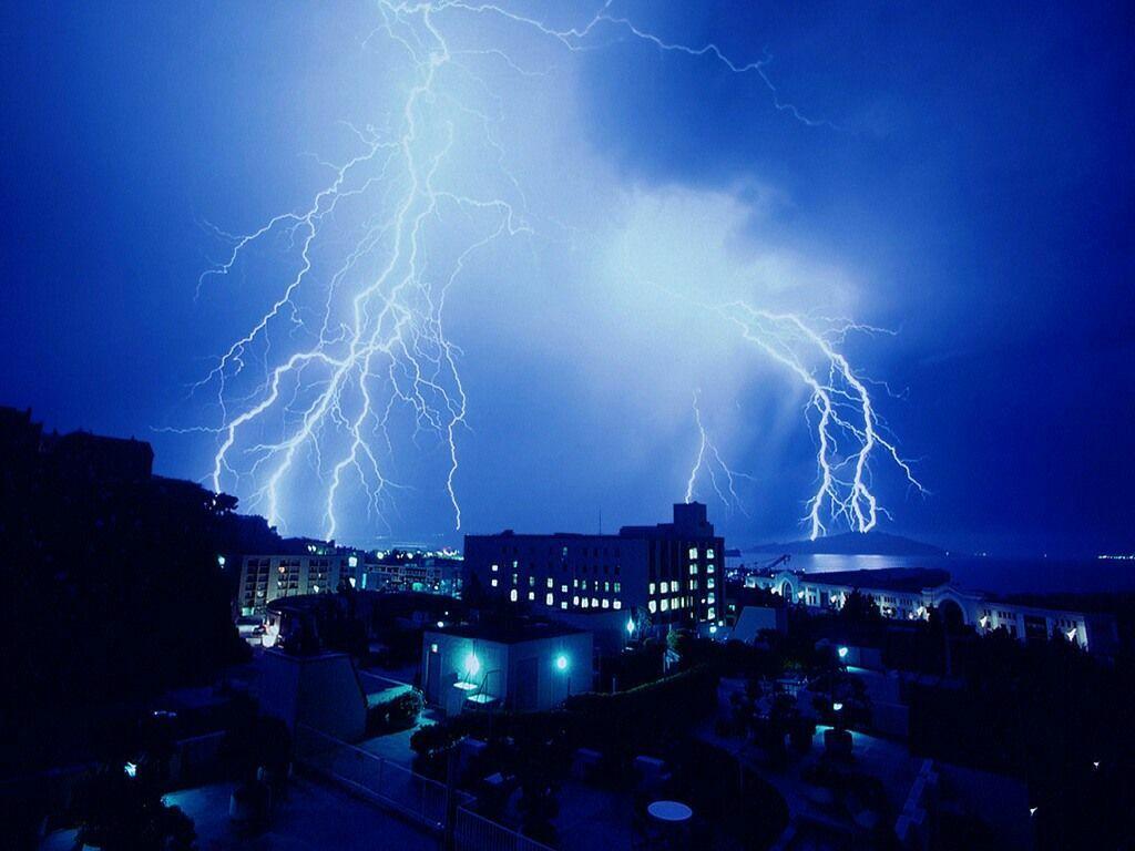 http://1.bp.blogspot.com/-c0Nxr7BrlwI/T2VDsOQWxKI/AAAAAAAAI6Q/5Ni-XovezNw/s1600/Thunder_Wallpaper.jpg