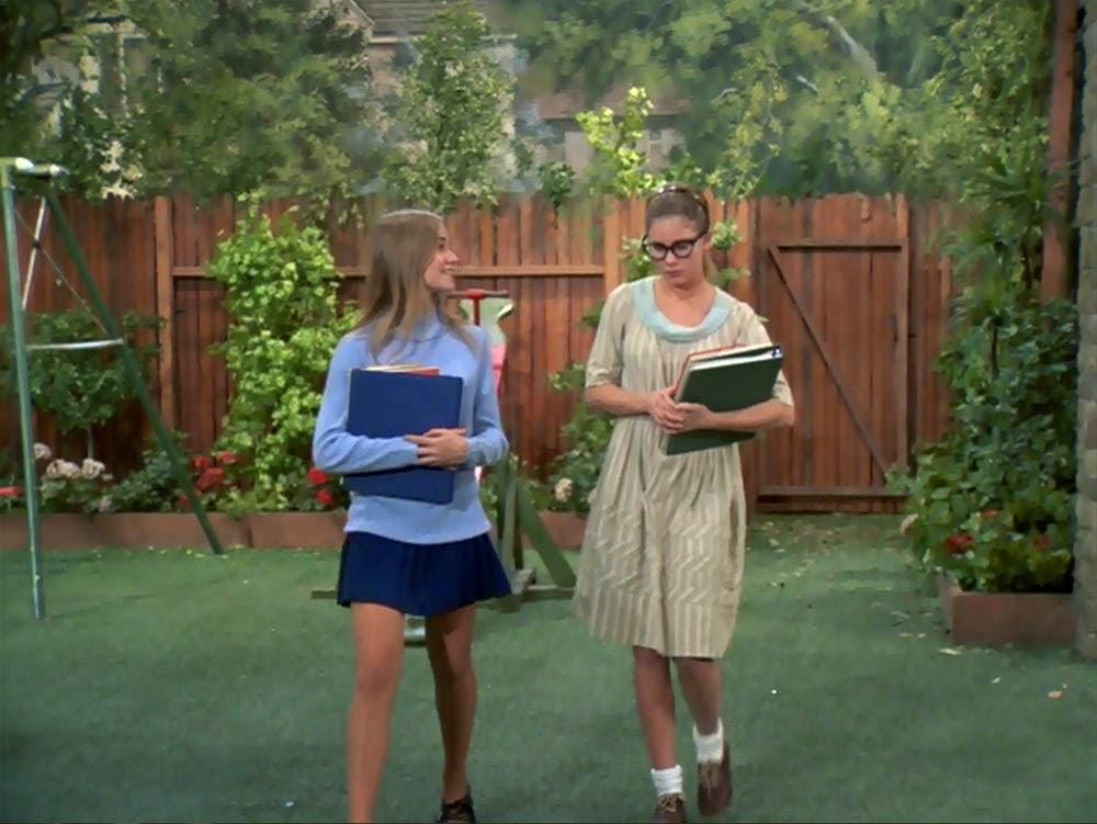 i saw up maureens skirt