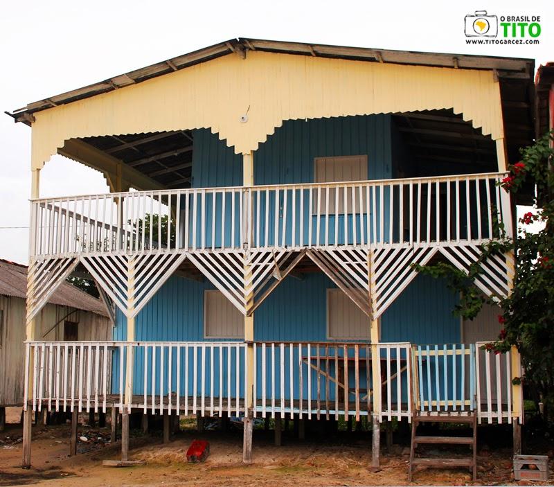 Construção de madeira na vila do Algodoal, na ilha de Maiandeua, no Pará
