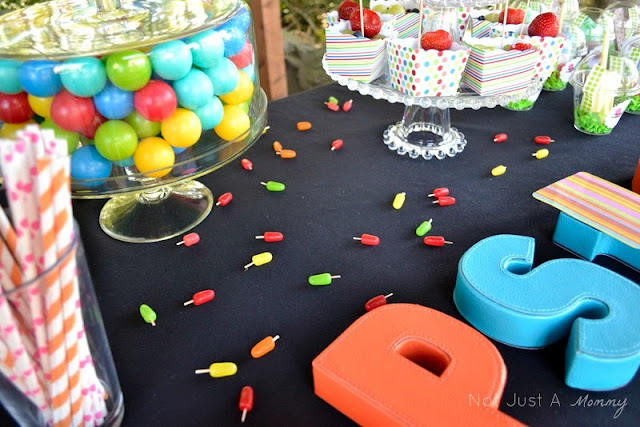 Pop Up Popsicle Party Mike & Ike table confetti