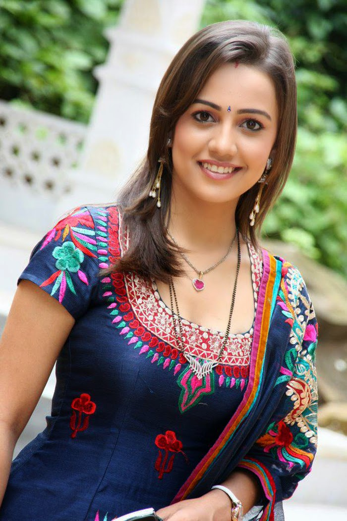Esha Kansara HD Wallpapers Free Download