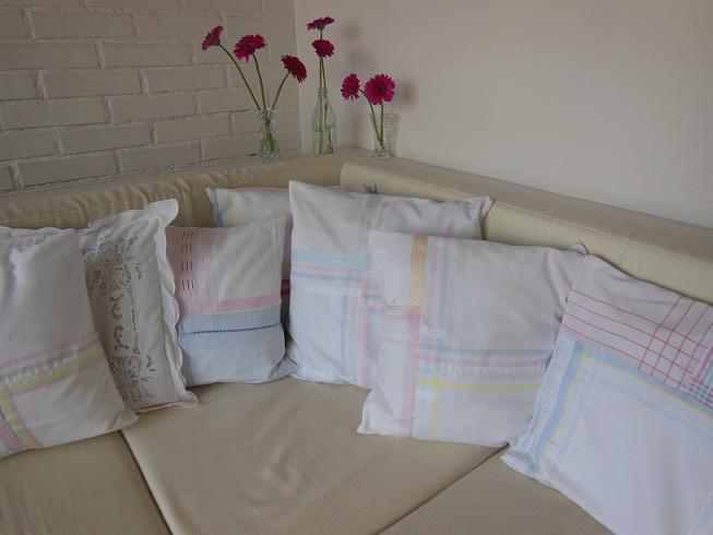 lieblichkeiten p lster aus vintage taschent chern. Black Bedroom Furniture Sets. Home Design Ideas