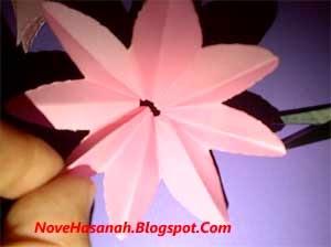 cara atau langkah disertai gambar cara membuat bunga teratai yang mudah