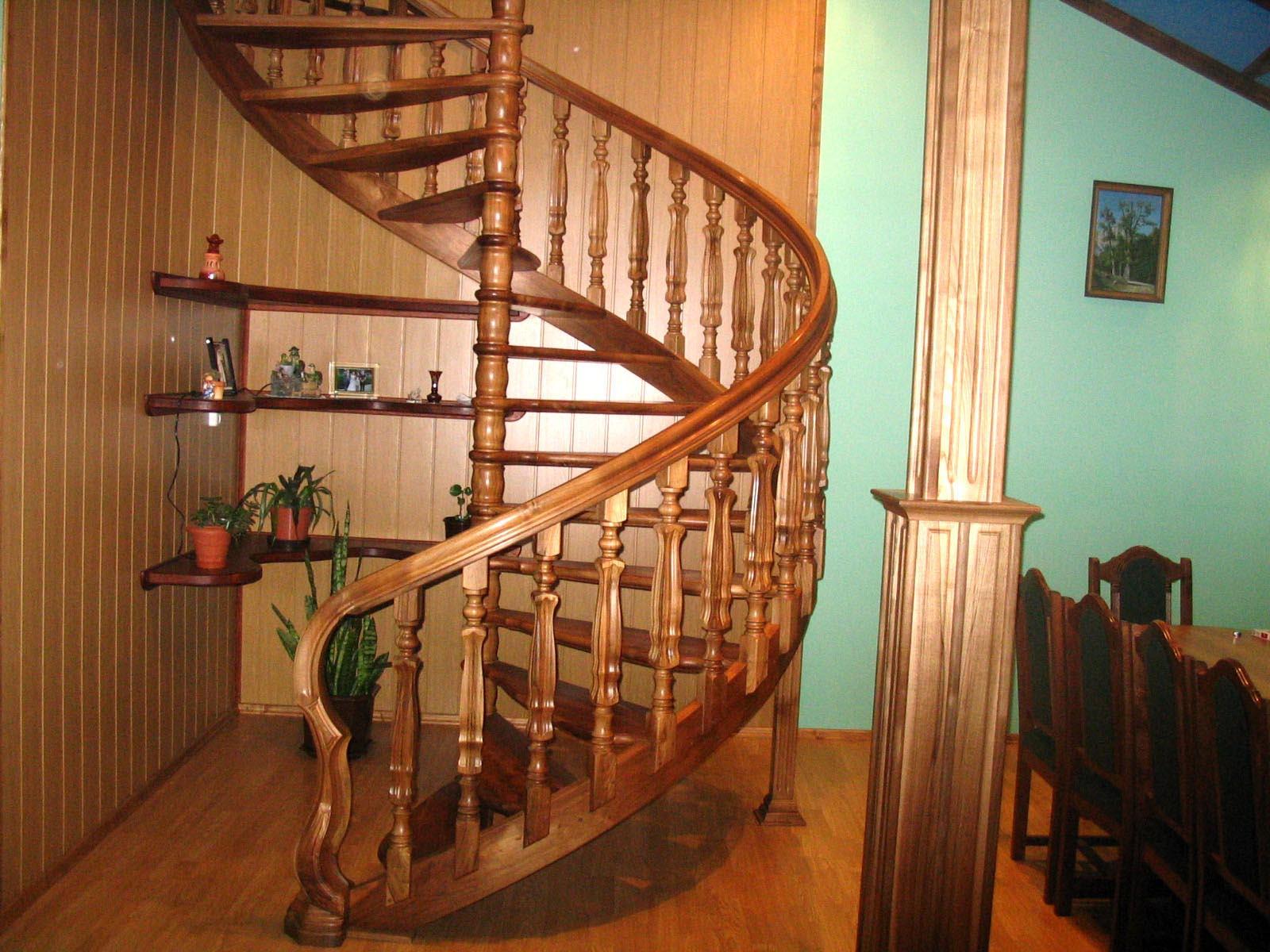 Лестницы на второй этаж в деревянном доме своими руками фото