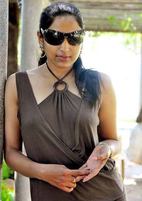 http://1.bp.blogspot.com/-c2CcGJx0SfQ/Ta6dh0CJsmI/AAAAAAAAHjo/ge1VDoGLNQo/s1600/Padma-Priya-Photo-Shoot-11.jpg