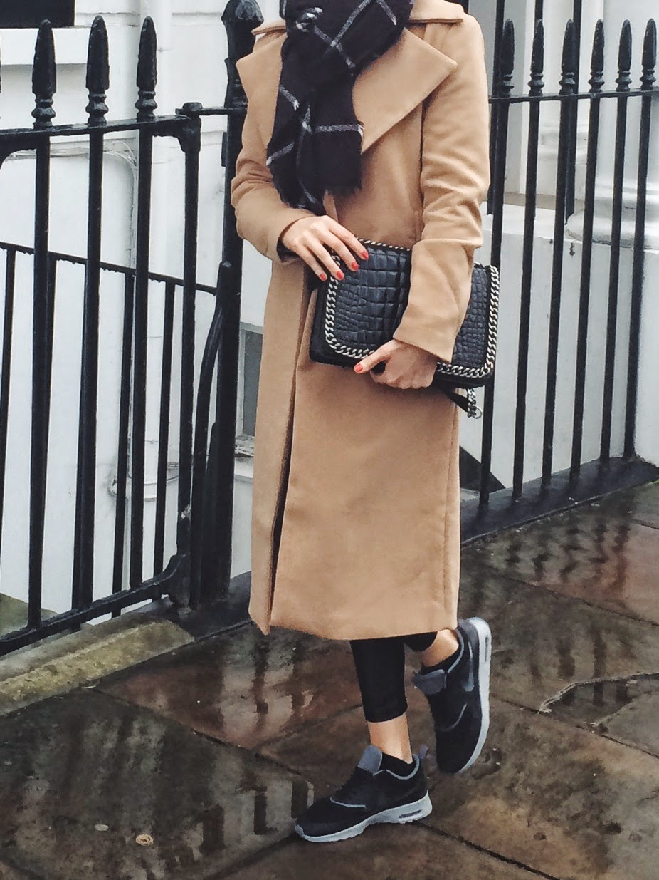 camel coat, camel duster coat, long camel coat, black nike air max trainers, leggings and trainers, zara city bag, zara flap bag croco chain bag, maxi scarf, checked blanket scarf, black and white blanket scarf, london street style, london blogger