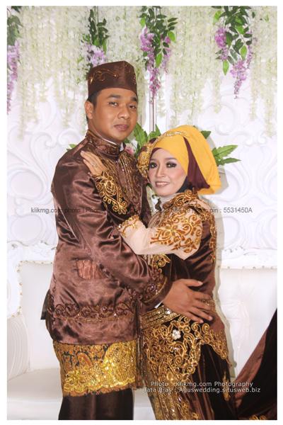 Koleksi Foto Pernikahan : SUWARNI & INDRA - Hasil Tata Rias : AGUS Rias Pengantin & Dekorasi - Foto oleh : KLIKMG Foto & Video