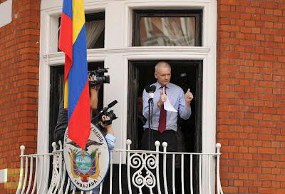 la proxima guerra discurso declaraciones de julian assange embajada ecuador londres balcon