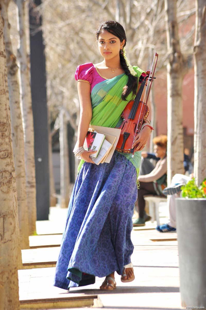 Allu Arjun And Amala Paul In Iddarammayilatho Latest Stills Stylish King ~ ...