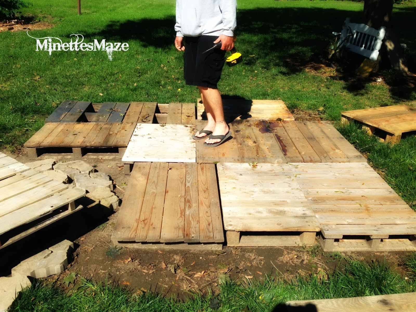 Decking Using Pallets Minettesmaze Diy Pallet Deck