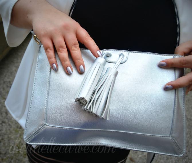 dettaglio pochette metallizzata e smalto argento watery waste