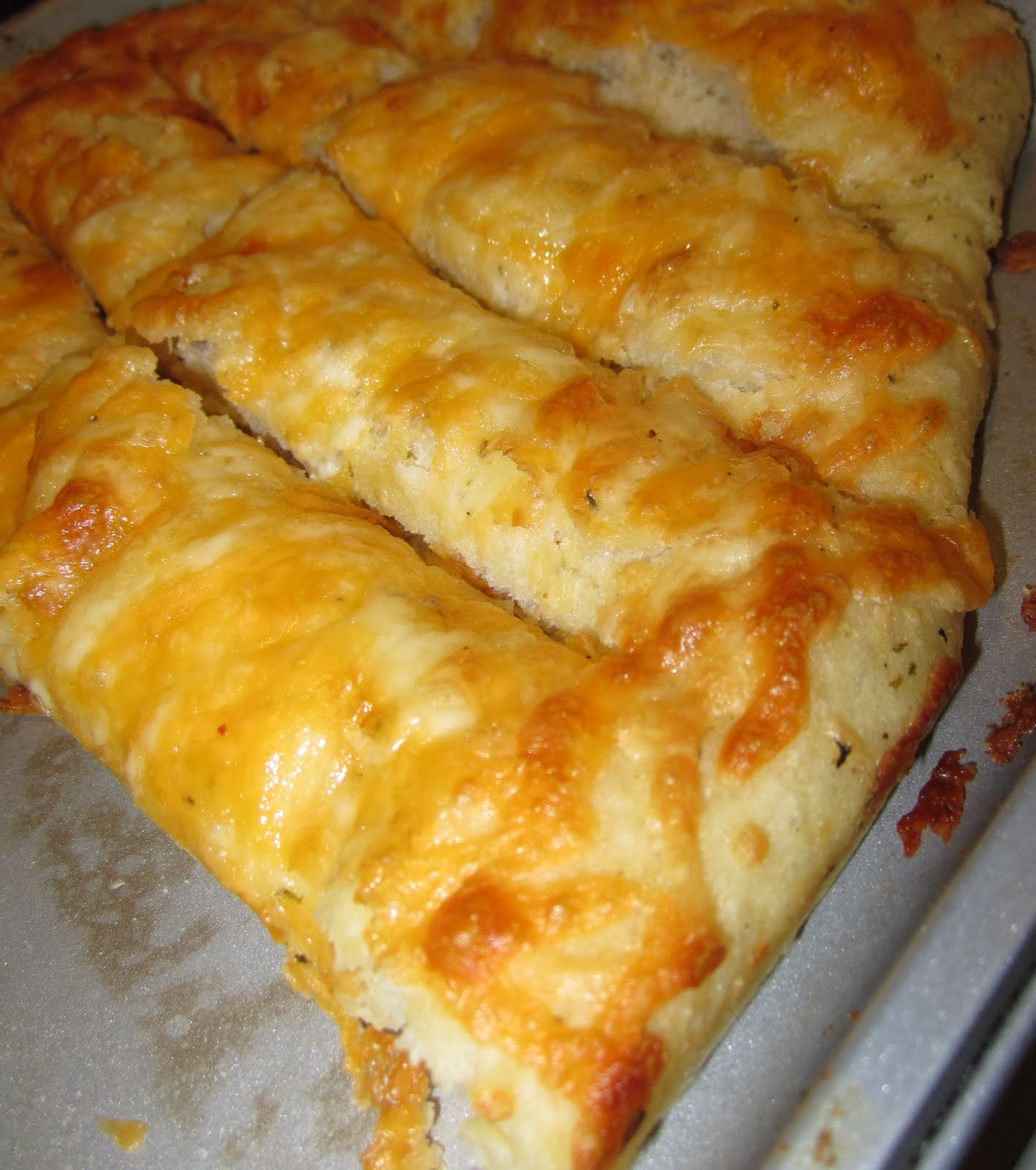 Life in the Motherhood: AMAZING Cheesy Bread Sticks!