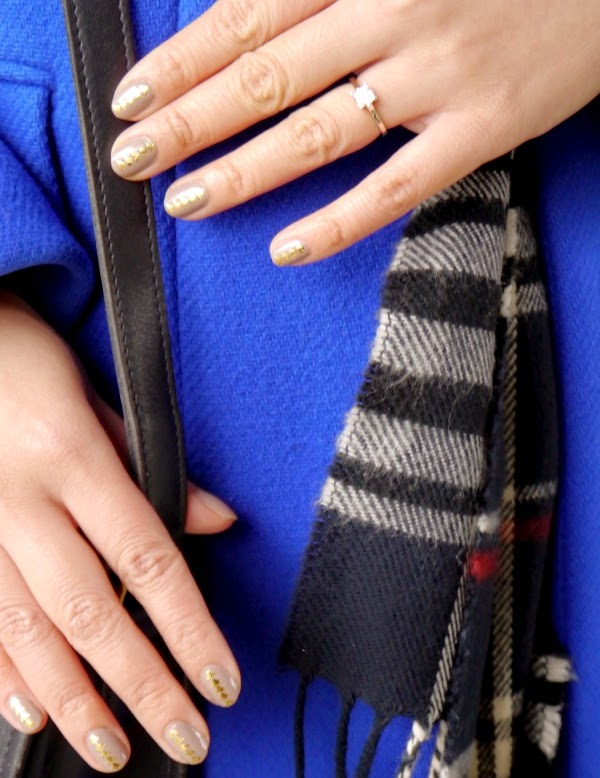 Nail art idea: grey nails with gold triangles