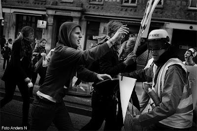 chalmers, kortege, cortegen, chalmerskortegen, göteborgskravaller, kravaller, kravallpolis, demonstration, demonstranter, wikileaks, Julian Assange, tsyfpl, foto anders n