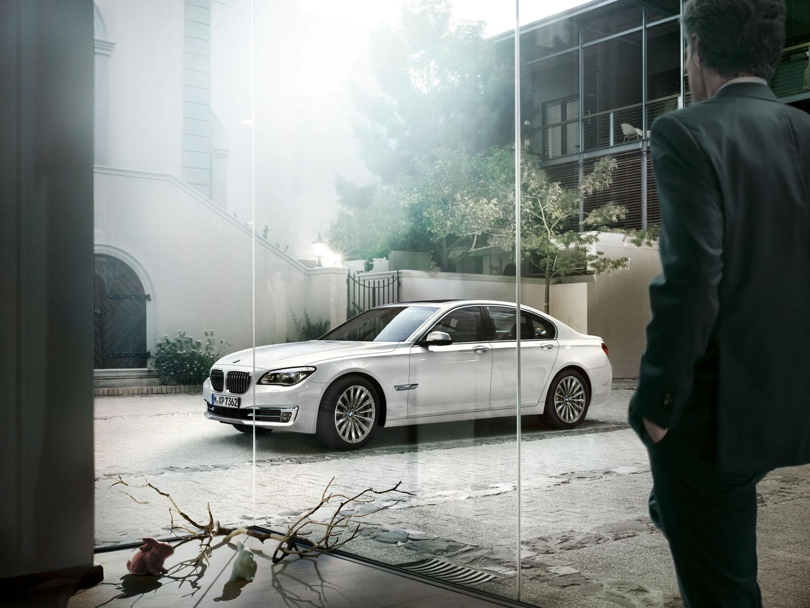 http://1.bp.blogspot.com/-c3Xkgh7T5H8/T9y3jybfZvI/AAAAAAAAA9E/6i3IZVSlZSI/s1600/BMW-7-Series-Wallpaper-13-1600x1200.jpg