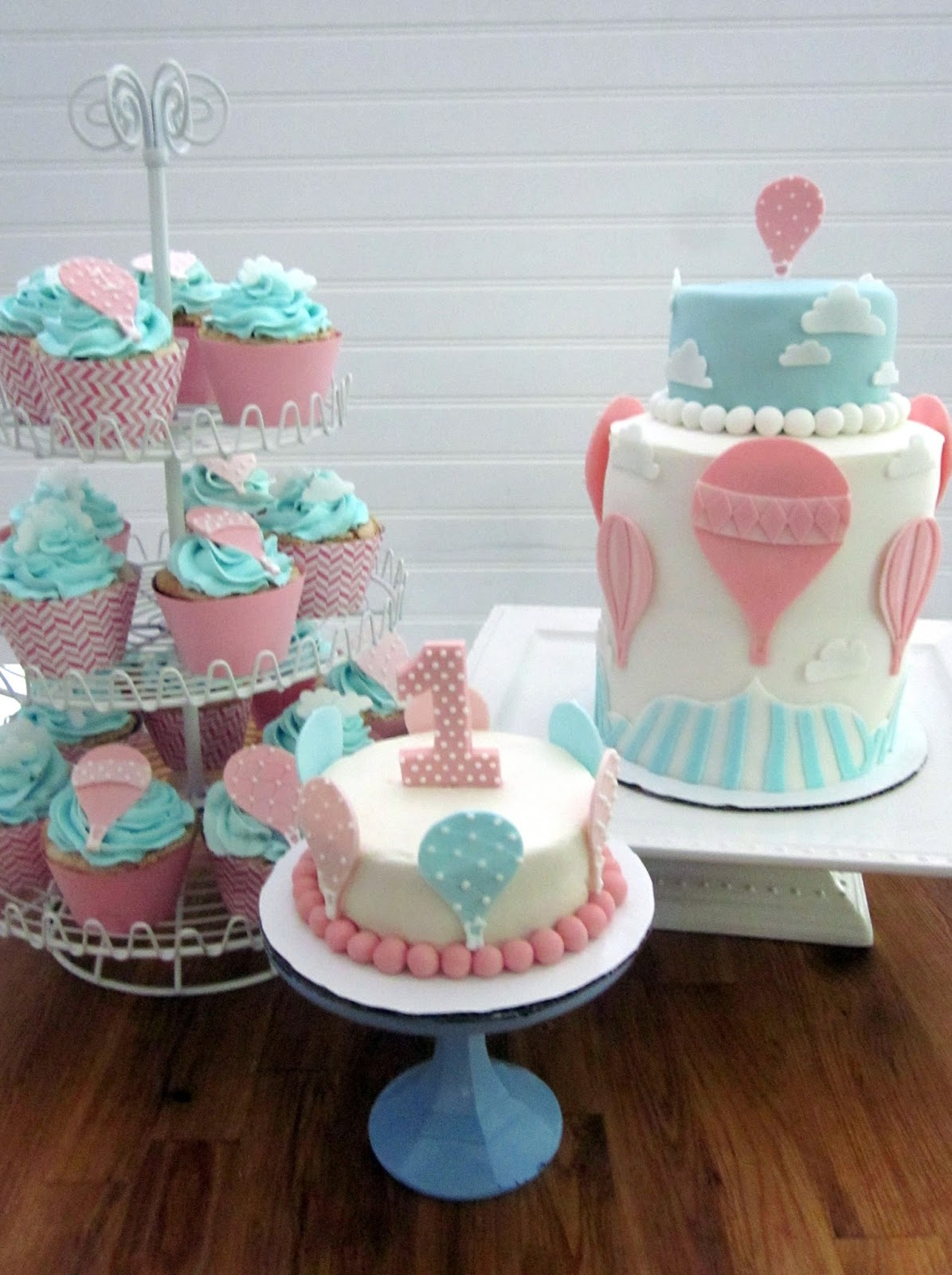 Darlin Designs Hot Air Balloon Cake And Cupcakes