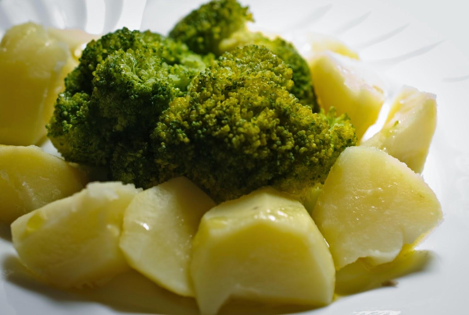 panaché de brócoli y patata; broccoli and potato salad