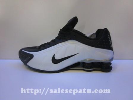 Sepatu Nike Shox hitam Putih