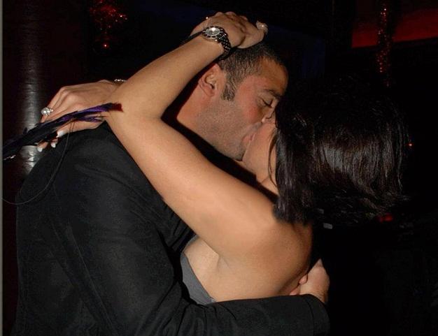 قبلة ساخنة بين الفنانة لقاء الخميسي وزوجها اللاعب عبدالمنصف امام الناس