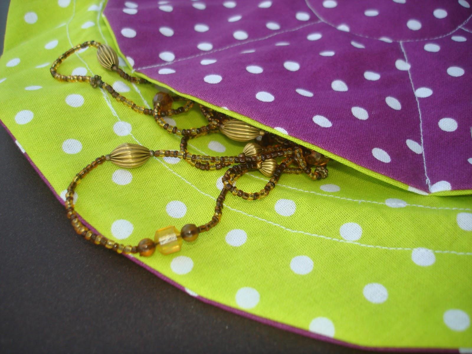 pochon à bijoux huit poches pois violet anis