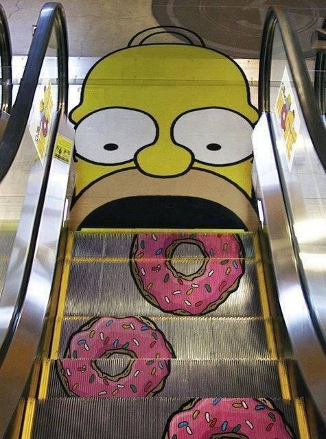escalera mecánica Homero Simpson
