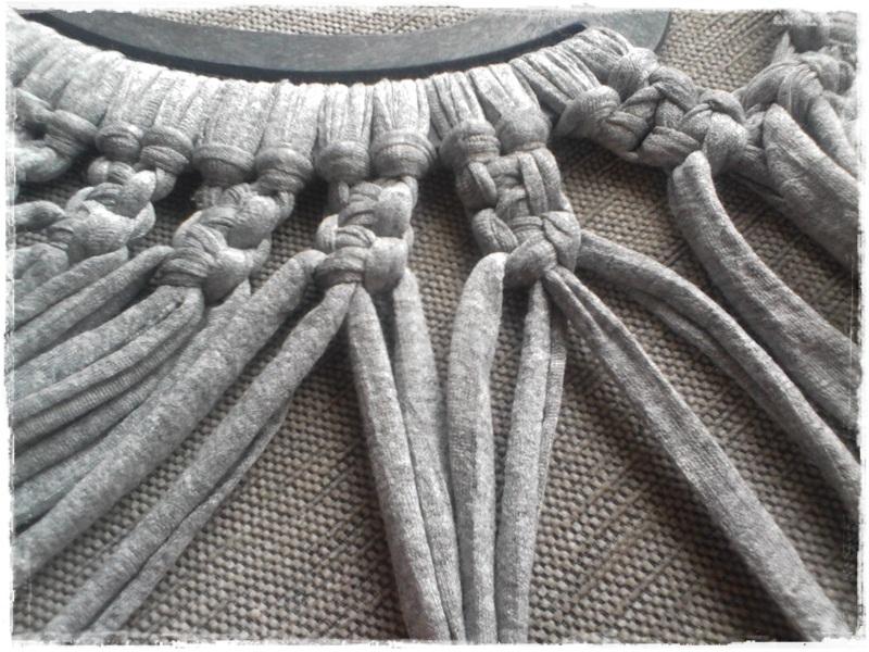 dos hebras de cada una de las tiras de nudos que ya tenemos hechas
