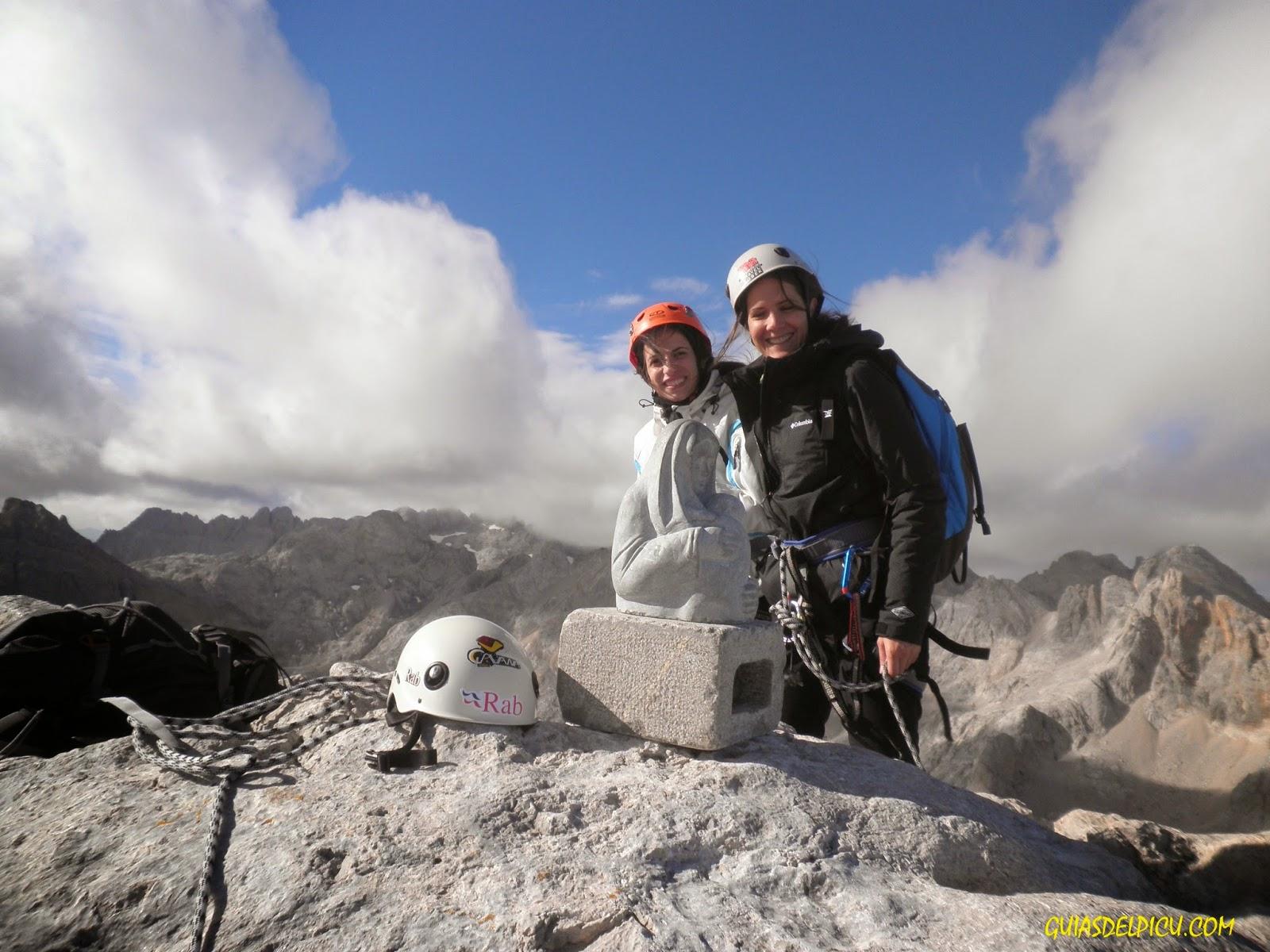 Fernando Calvo Guia de alta montaña . escaladas y ascensiones en los Picos de Europa , rab , cavana