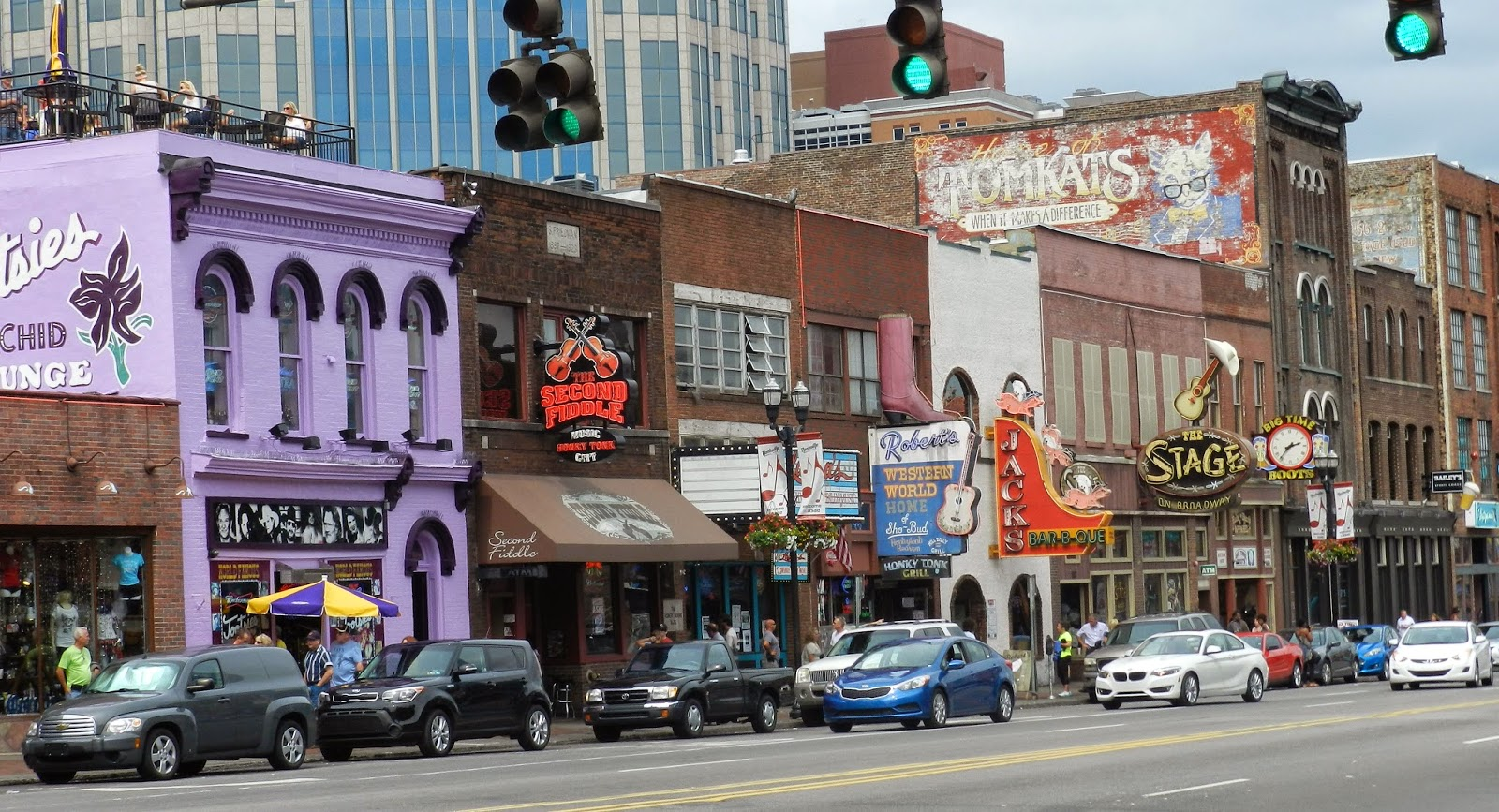 Rambling Traveler Nashville Honky Tonks On Broadway