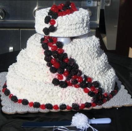Cake Decorating Classes Near Pomona Ca : Big Bettie cakes: Black, Red & White Berry Cake