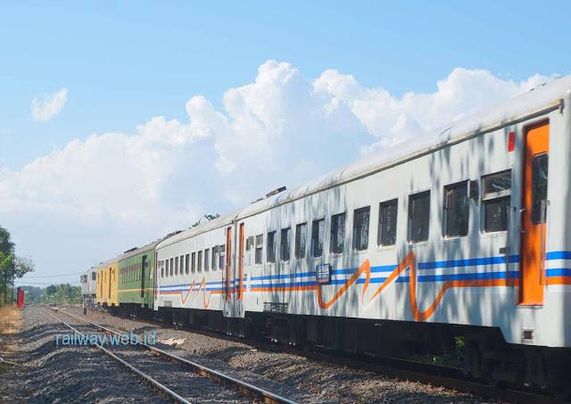 Kereta Api Sritanjung