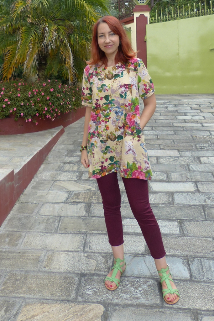 Berries and flowers tunic with cropped berry colored skinnies