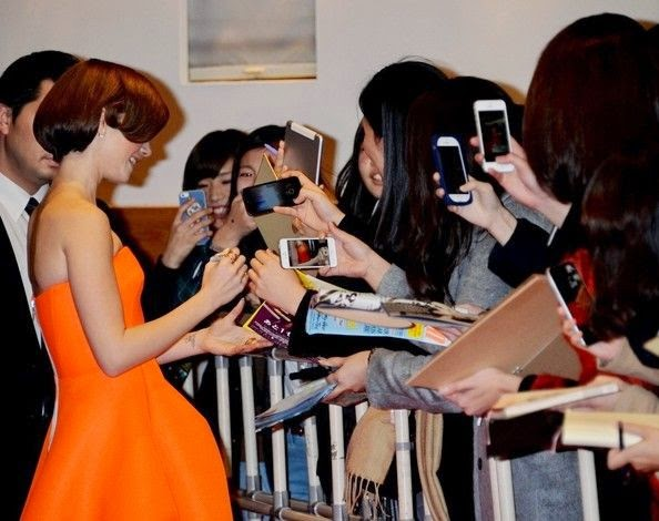 Lily Collins's orange strapless dress by Maticevski design is literally giving us to dazed.  Not only it covered in wonderful, but we swear those light color are following us.  Like some kind of fashion version of the famous Mona Lisa, the 25-year-old do no wrong to the red carpet at the Japanese capital's Harajuka Quest Hall in Tokyo, Japan on Wednesday, December 3, 2014.