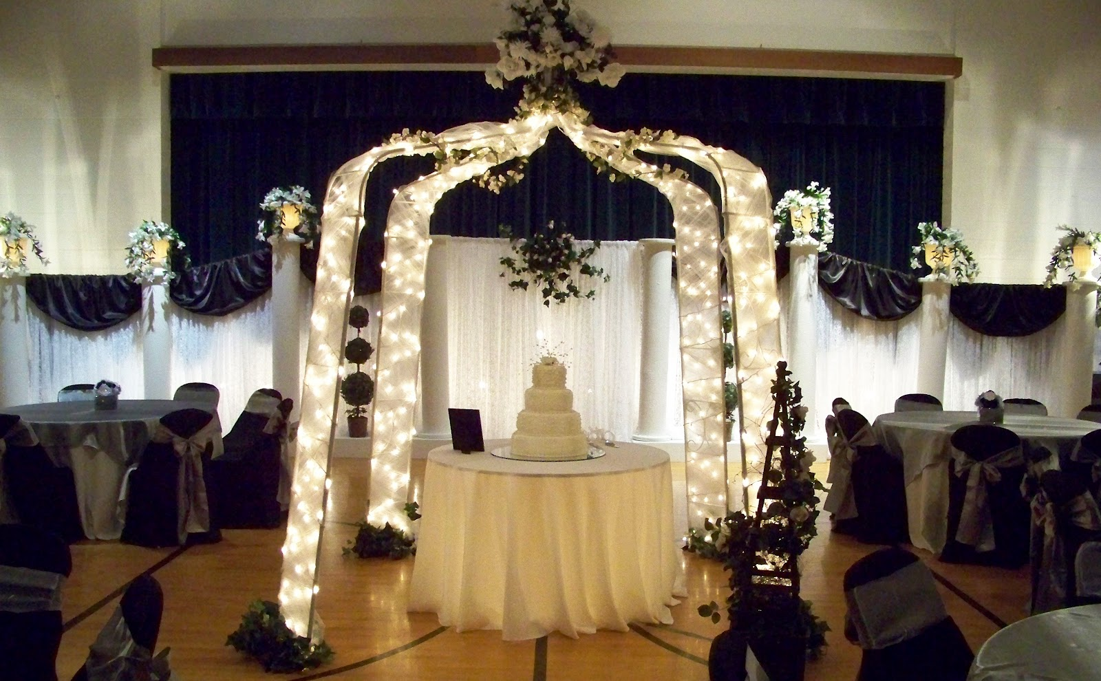 Simply enchanting event black white silver wedding for Black and white wedding decor