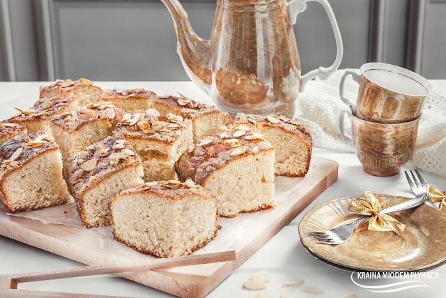 ciasto drożdżowe, maślane ciasto drożdżowe, ciasto na maśle, ciasto waniliowe, ciasto z wanilią, proste ciasto, drożdże, wanilia, placek drożdżowy, placek bez owoców, kraina miodem płynąca