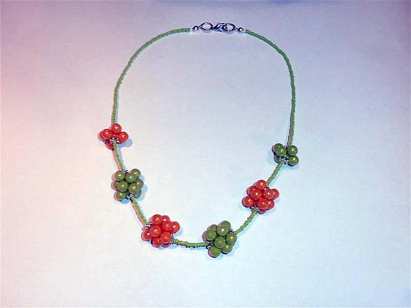 Sciccoserie collanine con fiori a grappolo for Fiori a grappolo