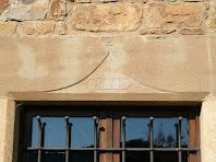 Llinda datada al 1661 d'una finestra de Postius