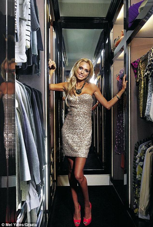 Christina aguilera naked in the closet