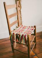 http://www.manualidades.tv/2013/08/31/reformando-una-vieja-silla/