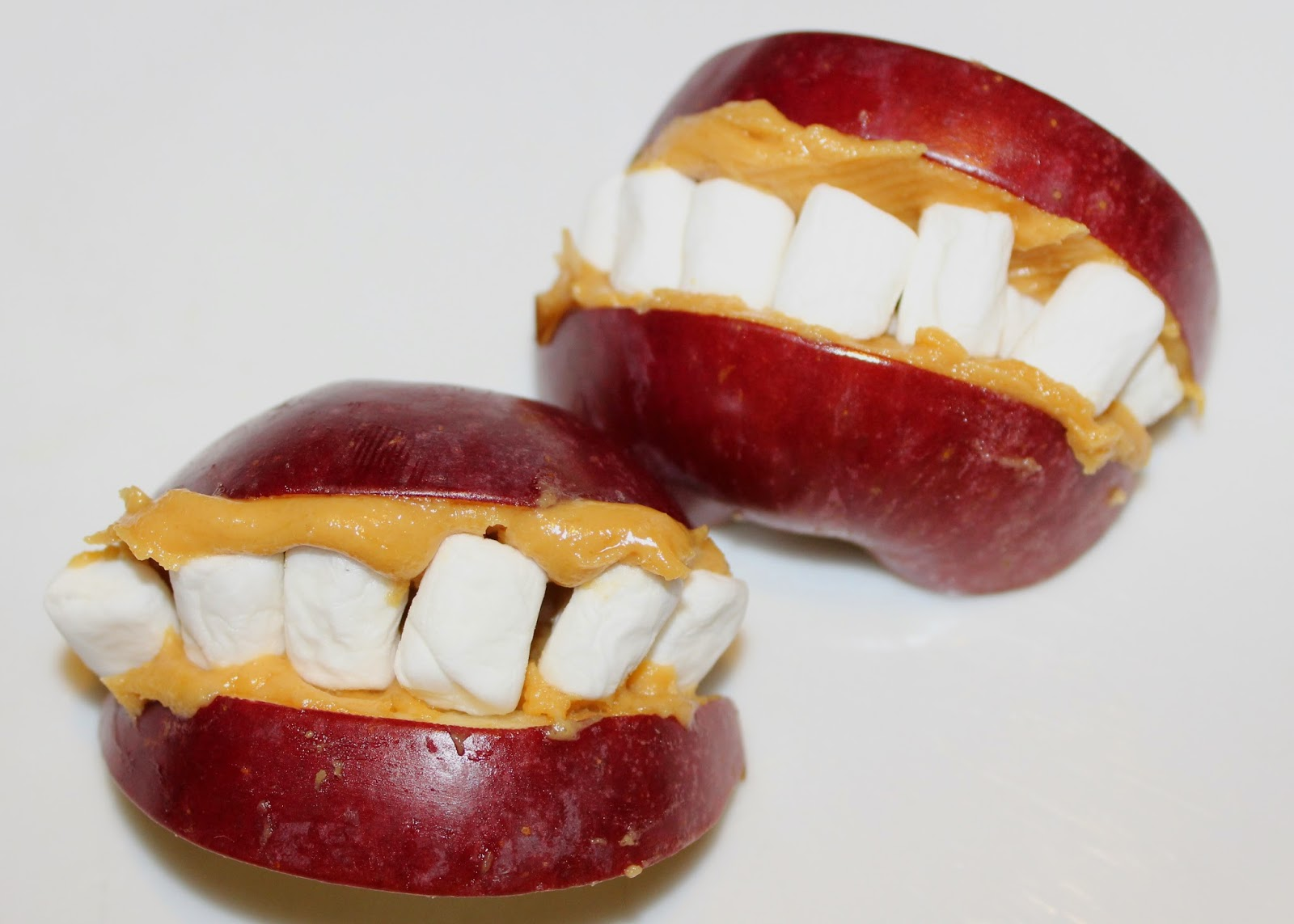 Lips Can Be Thrown Together In Seconds Too Its Just Sliced Up Red Apple A Smothering Of Gooey Peanut Butter And Mini Marshmallow Teeth Mmmm Gory
