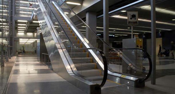 Stainless Steel Escalators : Hairline stainless steel sheet application