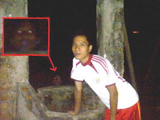 http://infomasihariini.blogspot.com/2015/07/foto-hantu-yang-paling-menyeramkan.html