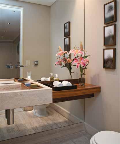 decoracao bandeja lavabo : decoracao bandeja lavabo:uma baneja encaixada na pia para sabonetes e outra ao lado com toalhas