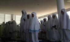 Wanita keluar sholat tarawih dengan wangi-wangian